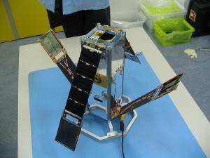 Платформа для трех аппаратов с развертываемыми солнечными панелями, разработанная Делфтским техническим университетом (tudelft.nl)