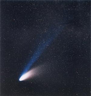 Долгопериодическая комета Халле-Боппа в 1994 году (space.com)