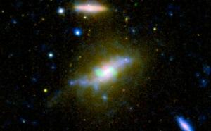 Галактика NGC 3801 (nasa.gov)