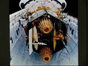 Спутник на борту шаттла (nasa.gov)