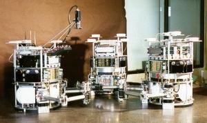 Формация на столе: макеты аппаратов на воздушной подвеске (mit.edu)