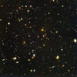 Предел разрешения Хаббла: 10000 галактик, из 100 родились через 800 миллионов лет после Большого взрыва (space.com)