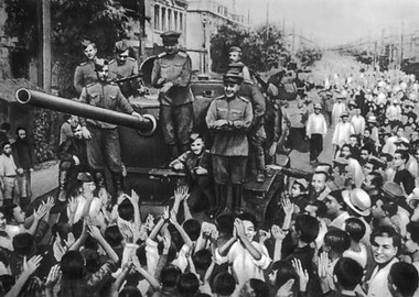 Так встречали в Китае Гагарина (Фото — sci-lib.com)