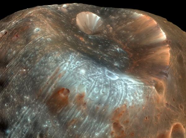 На Фобосе есть свои кратеры (ru.wikipedia.org)