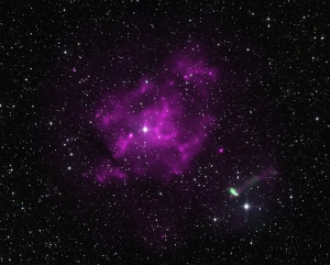Зеленым обозначен пульсар, удаляющийся от остатков сверхновой (space.com)