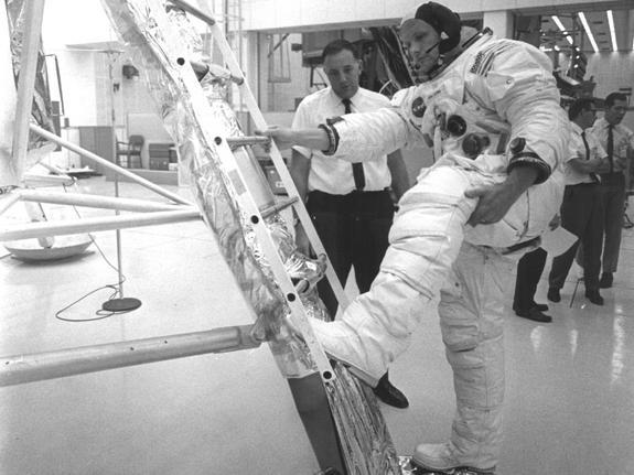 Тренировка спуска на Луну (space.com)