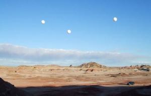 Три надувных шара с тросами (space.com)