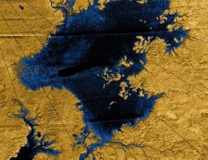 Озеро и впадающие в него реки на северном полюсе Титана (space.com)