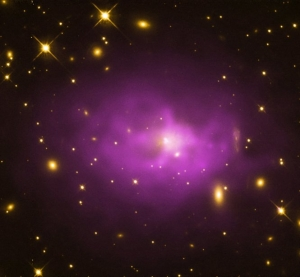 Галактика в скоплении PKS 0745-19, содержащая огромную черную дыру (nasa.gov)