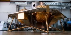 Спускаемый аппарат, в котором будут путешествовать луноходы (astrobotic.net)