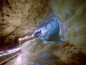 Ледяная пещера (space.com)