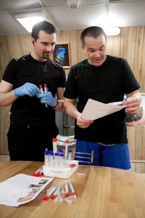 Научная работа (фото - http://mars500.imbp.ru)