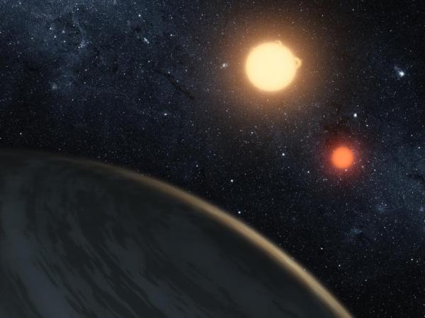 Рисунок планеты около двух звезд (space.com)