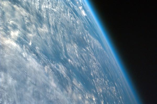 Облачная атмосфера Земли (phys.org)