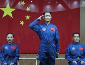Трое китайских космонавтов (newscientist.com)