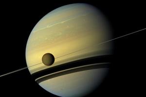 Сатурн и его кольца (phys.org)