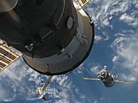 «Союз» и МКС: Стыковка состоялась (Изображение — aif.ru)