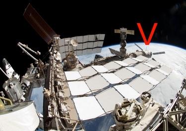 МКС и ATV-2 «Иоганн Кеплер» /справа, помечен V/ (Изображение — 3dnews.ru)