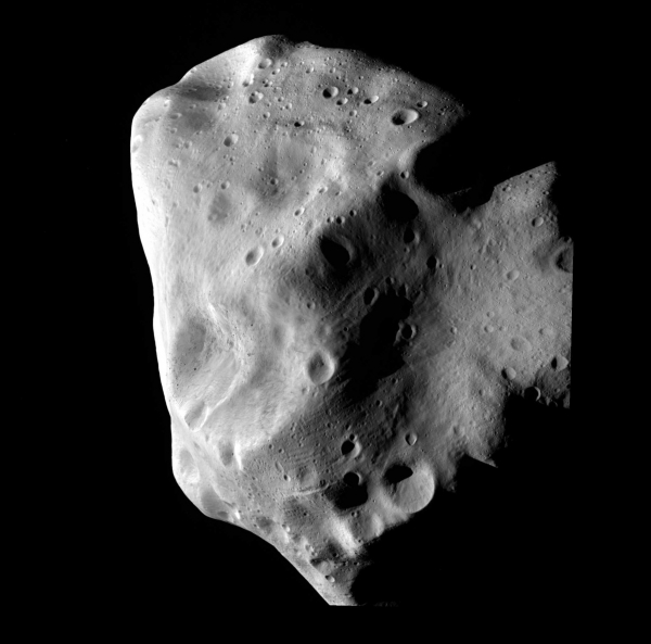 Астероид Лютеция, наблюдавшийся Розеттой (esa.int)