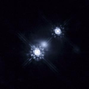 Два изображения квазара - результат линзирования (wikipedia.org)