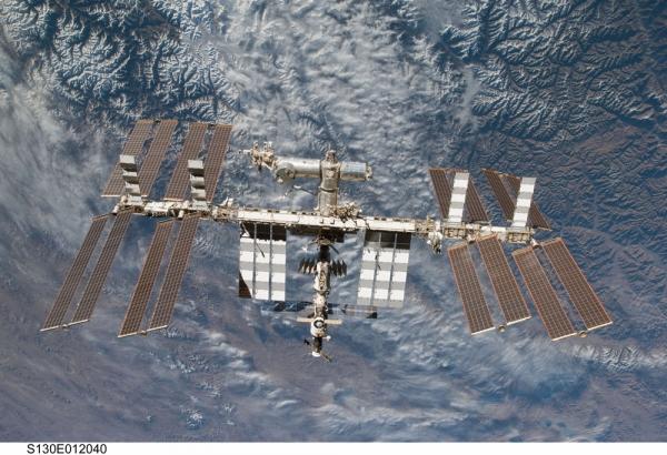 Международная космическая станция (space.com)
