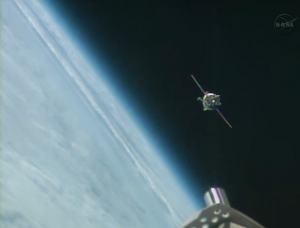 Приближение Союза к станции (space.com)