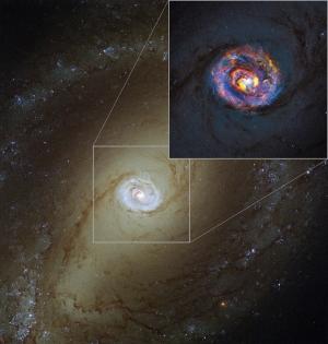 Оптический снимок NGC 1433 и радиоизображение (eso.org)