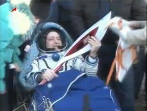Юрчихин с Олимпийским огнем на Земле (space.com)