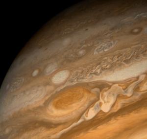 Пятно на поверхности Юпитера (фото - space.com)