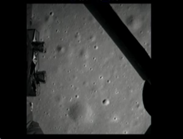 Первый снимок после посадки (space.com)