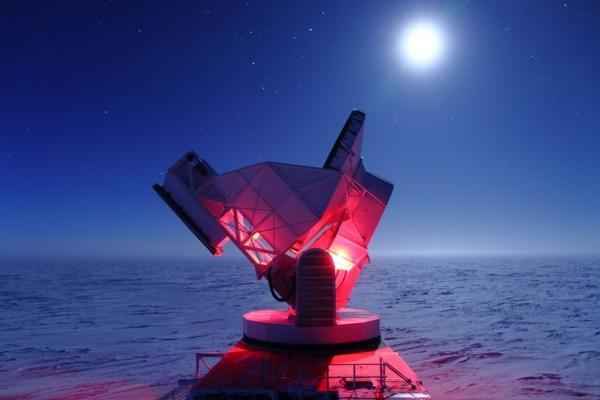 Телескоп на Южном Полюсе (uchicago.edu)