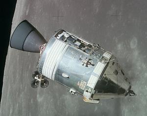 Командный модуль на орбиту вокруг Луны (wikipedia.org)