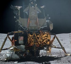 Лунный модуль на поверхности спутника (wikipedia.org)