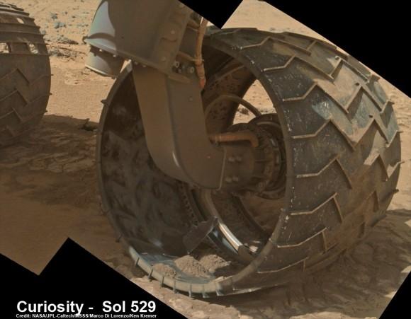 Дыра в левом переднем колесе (universetoday.com)