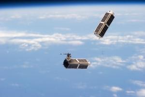 Пара спутников запущена с МКС (space.com)