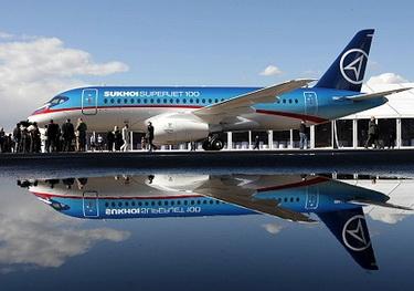 Авиасалон «Ле Бурже». «Sukhoi SuperJet 100». (Изображение — creep.ru)