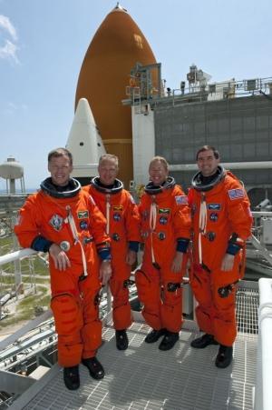 Экипаж шаттла (space.com)