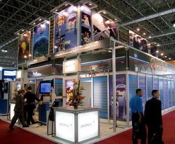 Стенд «Роскосмоса на выставке LAAD в Бразилии (Изображение — expoclub.ru)