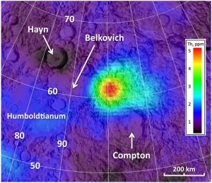 Регион между кратерами Белкович и Комптон (space.com)