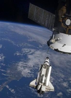 Стыковка «Индевора» с МКС (Фото — NASA)