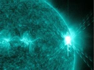 Вспышка на Солнце (nasa.gov)