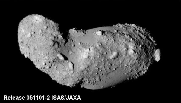Астероид Итокава, снятый зондом Хаябуса (wikipedia.org)
