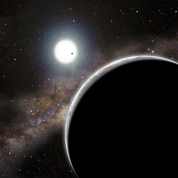 Планета Kepler 19c, открытая по ее влиянию на планету Kepler 19b (черная точка на диске солнца этой системы) (space.com)