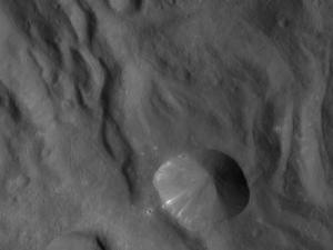 Одно из первых изображений на новой орбите (nasa.gov)