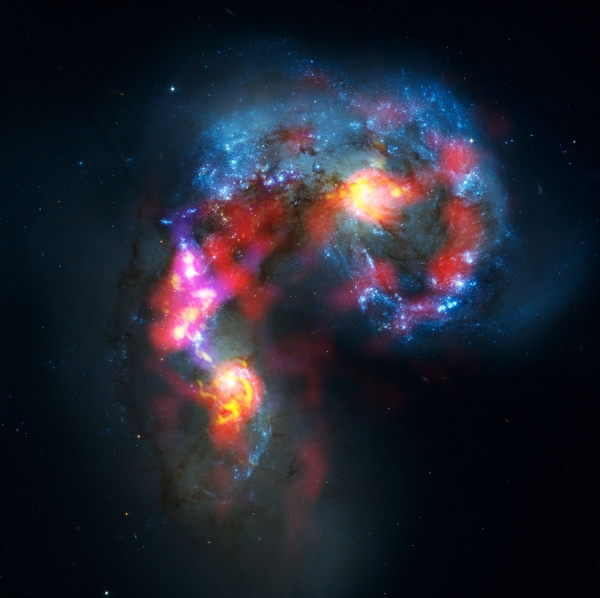 Галактики Антенн. Изображение составлено из данных ALMA и Хаббла (eso.org)