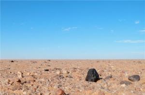 Один из обломков в пустыне Судана (sciencedaily.com)