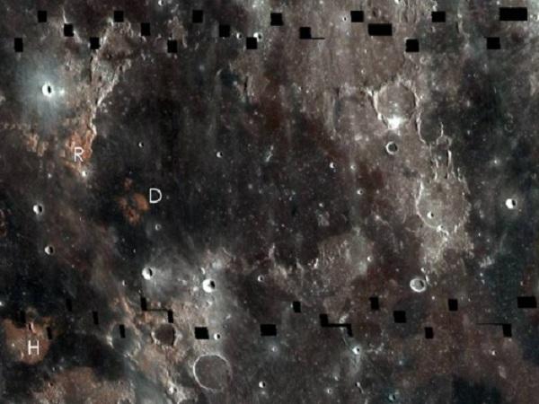 Изобрадение на трех длинах волн, полученное широкоугольной камерой зонда LRO (sciencedaily.com)