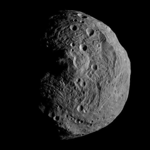 Веста. Изображение получено зондом Dawn (wikipedia.org)
