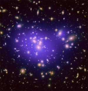 Галактический кластер Abell 1689 содержит много гравитационных линз и темной энергии (space.com)