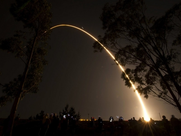 Путь ракеты-носителя в небе (space.com)